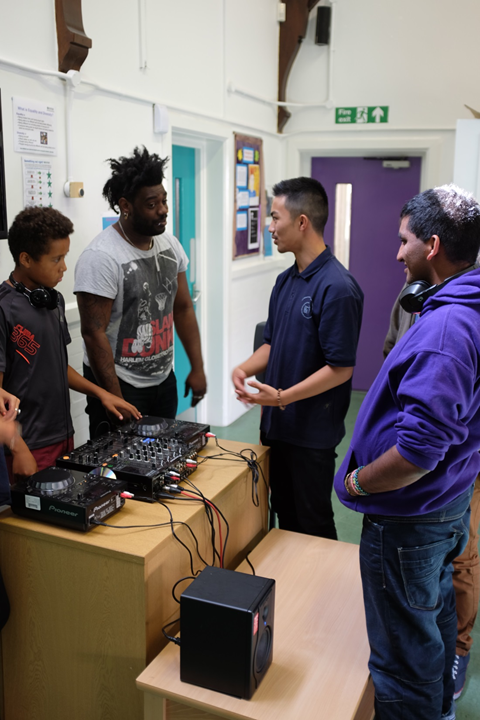 image of DJ tutor teaching session