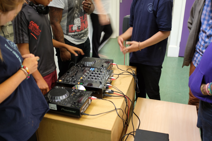 image of DJ tutor teaching session